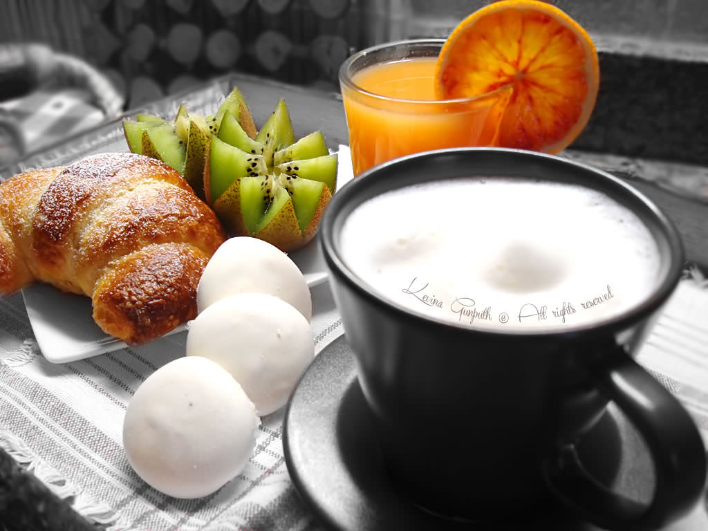 Colazione vassoio a letto come in vacanza - Vassoio colazione letto ...